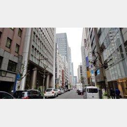 百貨店近くに画廊やギャラリーがひしめく東京・京橋(C)日刊ゲンダイ