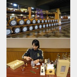 試飲場の近くには樽がズラリ(上) ブレンドしたウイスキーはスタッフがカバランボトルに詰めてくれる(下)(C)日刊ゲンダイ