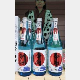 岐阜県高山市で販売される「令和」ラベルの日本酒/(C)共同通信社