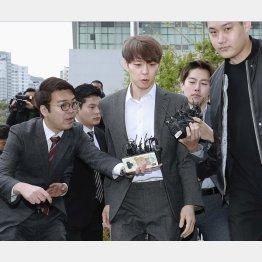 韓国の水原地裁に出頭するJYJのパク・ユチョン(C)共同通信社