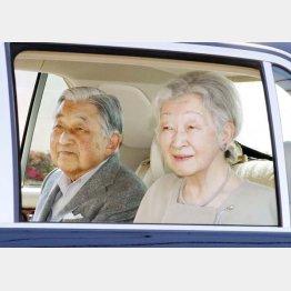 代替わり後、初の外出をされる上皇ご夫妻(C)共同通信社