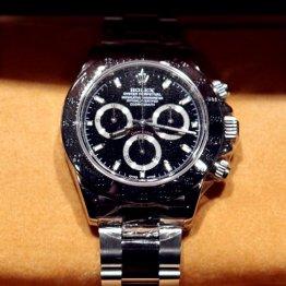 中古で高値取引…ロレックスの腕時計はなぜ価値が下がらず