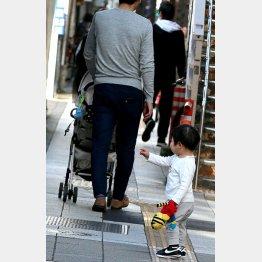将来はこの子の扶養に(写真はイメージ)(C)日刊ゲンダイ