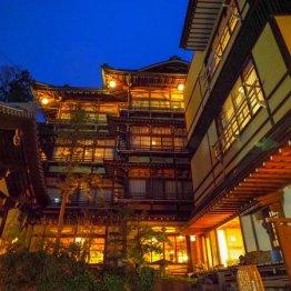 長野県 渋温泉「歴史の宿 金具屋」有形文化財で温泉三昧