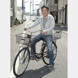 「自転車移動がちょうどいいんです」と小林さん(C)日刊ゲンダイ