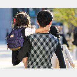 育児も家計管理も大切(C)日刊ゲンダイ