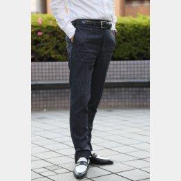 クールビズ用に単品購入するなら「セットアップスーツ」のパンツを(C)日刊ゲンダイ