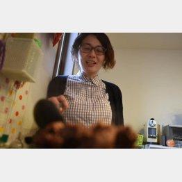 友人宅で調理中の杉浦さん(提供写真)
