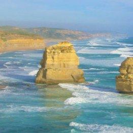 オーストラリア「十二使徒」で見る年間2cm移動する奇形岩