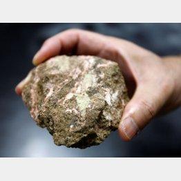 レア・アースを含んだ鉱石(C)ロイター