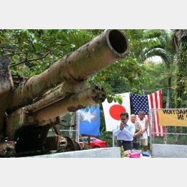 サイパンに残された旧日本軍の15センチ榴弾砲(C)共同通信社