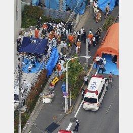 スクールバスが狙われた(共同通信社ヘリから)