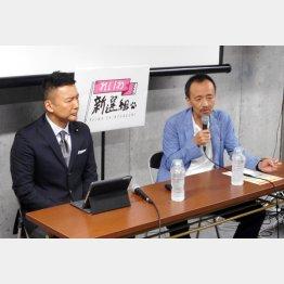 与野党の脅威に(山本議員と蓮池氏)/(C)日刊ゲンダイ