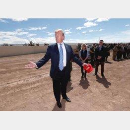 メキシコ国境を訪れたトランプ大統領(C)ロイター