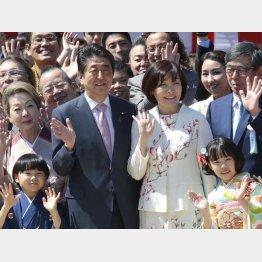 「桜を見る会」には人気子役の寺田心(左)と粟野咲莉(右)の姿も(C)日刊ゲンダイ