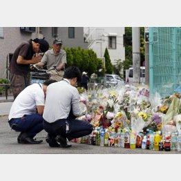 川崎の殺傷事件の現場では…(C)日刊ゲンダイ
