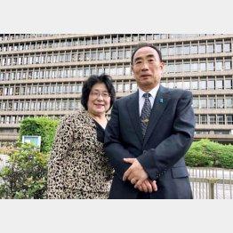 公判後に大阪地裁前で、籠池夫妻(撮影・相澤冬樹)
