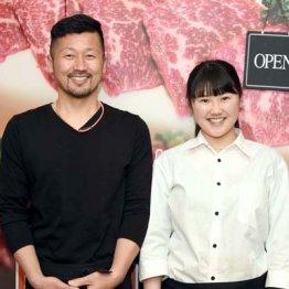 元プロ野球選手の藤田宗一さん(左)と店を手伝う長女