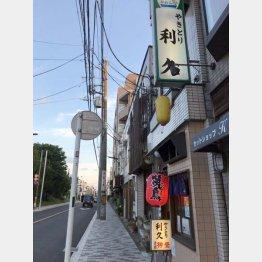 殺風景な通りの中に…(C)日刊ゲンダイ
