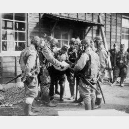 陸軍の特攻隊(44年12月)/(C)共同通信社