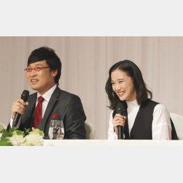 山里亮太と蒼井優(C)日刊ゲンダイ