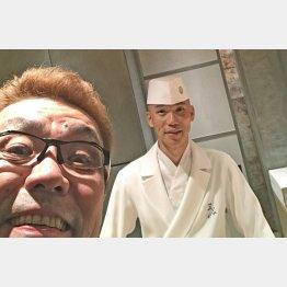 「四谷三谷」の店主、三谷さんと(提供写真)