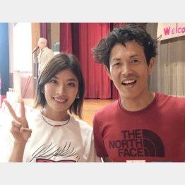 右はプロトレイルランナーの松永紘明さん(提供写真)