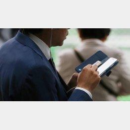 携帯電話料金に上乗せされて請求が…(C)日刊ゲンダイ