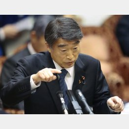 正直に出せ(根本厚労相)(C)日刊ゲンダイ