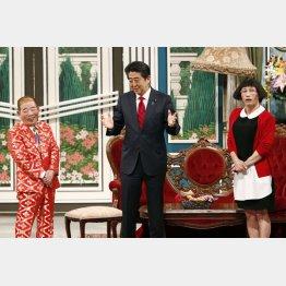 吉本新喜劇に出演した安倍首相(C)共同通信社