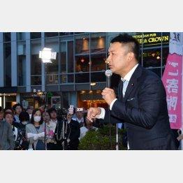 街頭で訴えかける「れいわ新撰組」の山本太郎代表/(C)日刊ゲンダイ