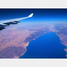 チュニジアの上空で。眼下に広がる地中海/(撮影・歩りえこ)