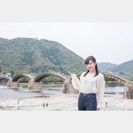 錦帯橋は錦川にかかる5連の木造アーチ橋(C)日刊ゲンダイ