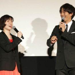 W主演のシム・ウンギョン(左)と松坂桃李