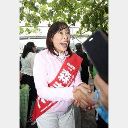 地方議員がソッポを向く森雅子候補(C)日刊ゲンダイ