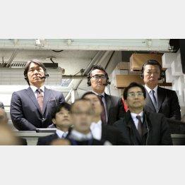 解説の席に座れるOBはひと握り(C)日刊ゲンダイ