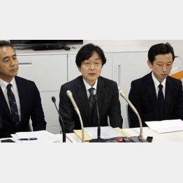 セブンペイで5千万円の被害、記者会見するセブン・ペイの小林強社長(中央)ら(C)共同通信社