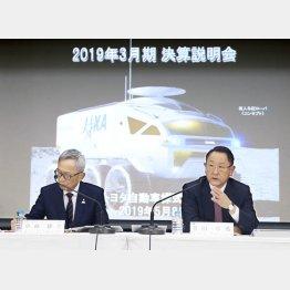 トヨタ自動車の決算は高水準(豊田章男社長=右)/(C)共同通信社