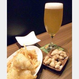 アテには「フィッシュ&チップス」(手前左)と「千葉県産落花生2品種食べ比べ」がいい(C)日刊ゲンダイ