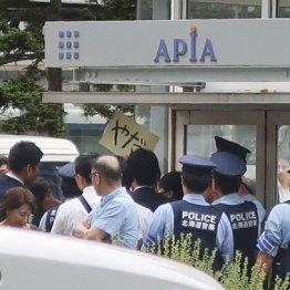 安倍首相の演説 警官の聴衆排除は「職権乱用」と男性告発