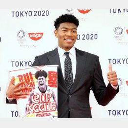 日清食品とグローバルスポンサーシップ契約を結んだ八村(C)日刊ゲンダイ