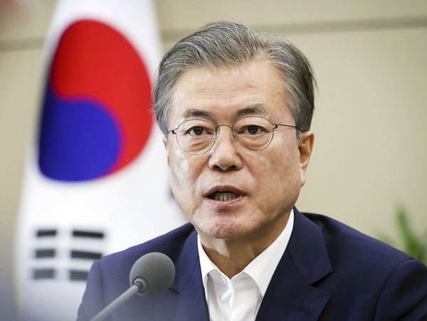 安倍首相にとっては「隣人」じゃない(日本の輸出規制強化について発言する韓国の文在寅大統領)/(韓国大統領府提供・共同)