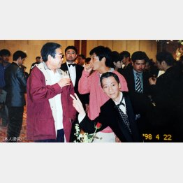 1998年、ラモス瑠偉のパーティーで(提供写真)