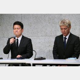 反社会的勢力への闇営業問題で会見する宮迫博之(左)と田村亮(C)日刊ゲンダイ