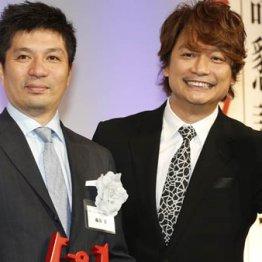 サイバーエージェントの藤田晋社長(AbemaTV社長=左)と香取慎吾