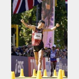 2017年の世界陸上50キロ競歩で銀メダルの荒井広宙(C)共同通信社