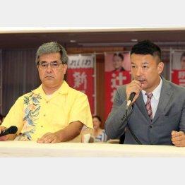 落選が確実となった野原義正候補者と会見にのぞむ、山本太郎代表(C)日刊ゲンダイ