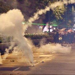 寄付に銀髪族も…警察の「誤爆」が招いた市民による総力戦
