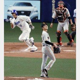 四回、福田に適時二塁打を浴びる野上(C)共同通信社