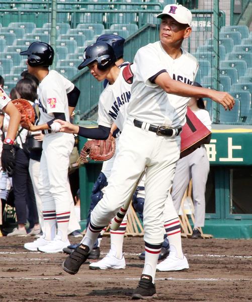 習志野の小林徹監督(C)日刊ゲンダイ